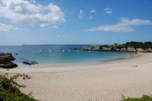 La plage profonde et protégée du Perello.