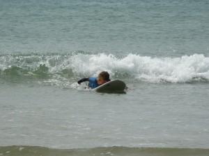 Cours de surf pour enfants à Fort-Bloqué.
